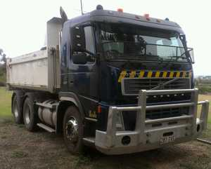 10 metre tipper,   FM12,  420hp,  near new body & hydraulics,  VGC,  job site ready,   Wet hire or sell.  $66,000 incl  Phone owner
