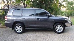 VX 200 Series  V8 diesel  145,000 km  Dark grey  Excellent Condition  Ph: 0438224485