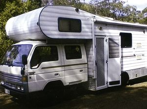 FORD TRADER D/CAB 1993 MOTOR HOME