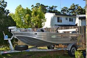 QUINTREX 385 Explorer, fitted with 20hp Yamaha, watersnake elect motor, hummingbird GPS sounder combo, nav lights, factory flat floor, swivel seats, rod holders, spare wheel, bimini & all safety equip. Trailer in great cond.