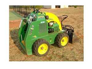 Kanga/Dingo Loader DL825 AUG 2006 MODEL 328 HOURS