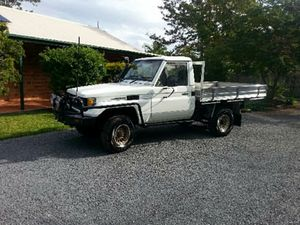 1989 Toyota Land Cruiser    Turbo diesel  VGC  lots of money spent  CB  spotties  winch  6 mths reg   $14,000   Ph 0422 164 613