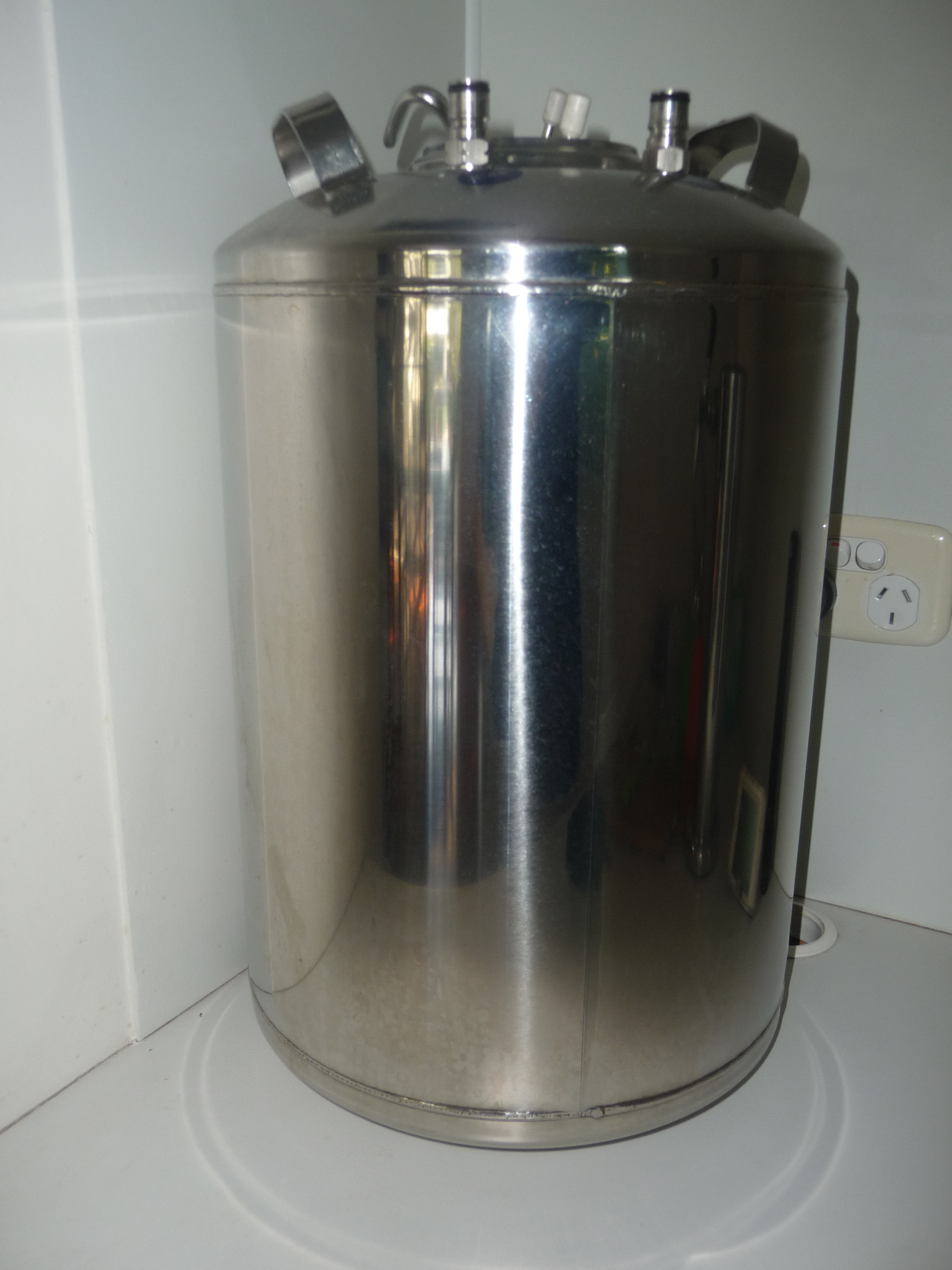 Hme brewing made easy. 23 litre keg, with instructions.  New price $270. Used twice.