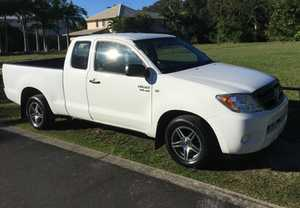 This Toyota Hilux Ute has a powerful 4.0 litre engine. It is as hard as nails when it comes to a working vehicle. This car has an ANCAP safety rating of 4. It has remote central locking, driver & passenger airbags and front power windows. It represents great value at ...