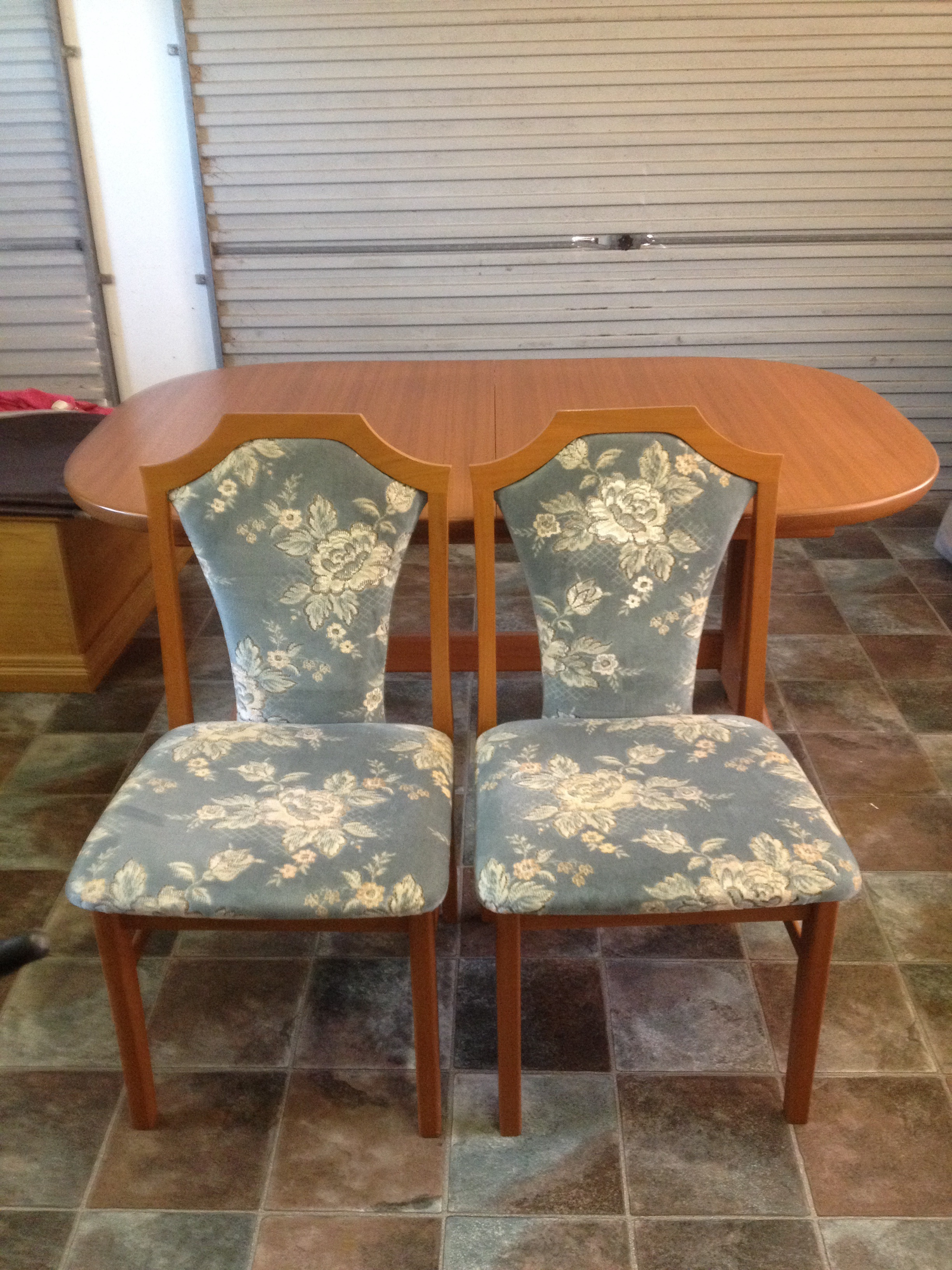 Extendable table, 6 chairs