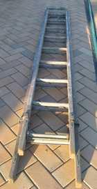 Wooden Kennett 10ft extension ladder.