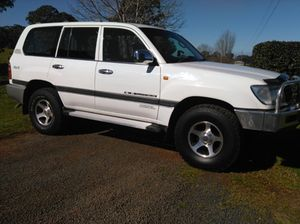 LANDCRUISER 100 series 4.2 diesel 5sp man, aircon, alloys, bullbar, t/bar, new tyres, low klms, vg cond., rego 10/15