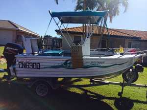4.6 ALLY CRAFT C/console, 60hp EFI motor 170 hrs, safety, Epirb, flares, live bait well, sounder, radio, 100L Eskie, $14,000 ono. 0404020419
