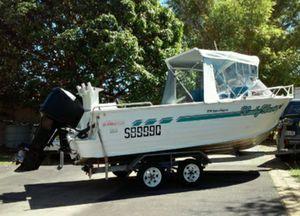 Alloy, safety gear,   135 V6 Merc engine,   Runs well,   120l under floor fuel tank,   live bait tank, fish finder & GPS.   $18,500.