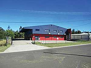 5 NANS ROAD HELIDON SPA -    COMMERCIAL OFFICES & WORKSHOP    A - Grade Tilt Slab Construction Built 2011  Total area 2200m2. Comprising of 456m2 Workshop, 204m2 Office & Mezzanine Floor & 500m2 Hard Stand.  Individual Air Conditioning to Reception Area, 5 x Offices, Boardroom & Mezzanine Area Fully functional Workshop equipped with overhead Gantry, Welding Bay ...