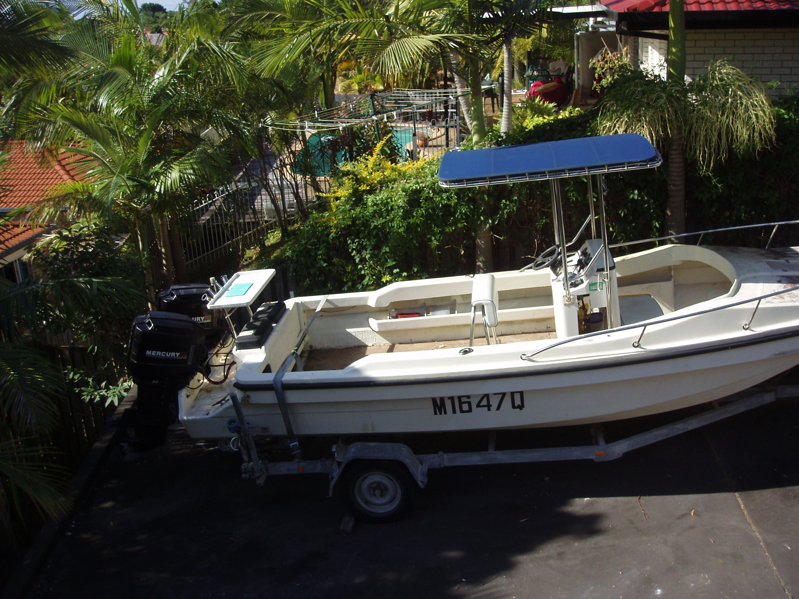 Whaler Tri Hull ,6meter,centre console, twin 90 hp. Power tilt/trim, hydraulic steering, low hrs. Trailer and motors in excellent condition, boat needs a little TLC.