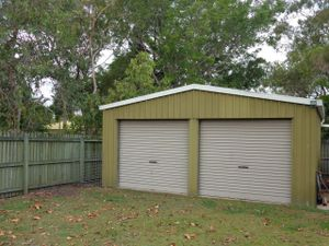 6mL x 6mW x 2.5mH Colourbond shed, portal frame, 2 roller doors, 1 PA door, good condition. Will help remove.