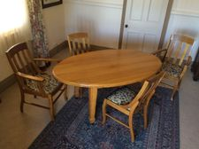 Beautiful old solid maple oval dining table 2 chairs & 2 carvers all with drop in seat pads. Excellent condition.