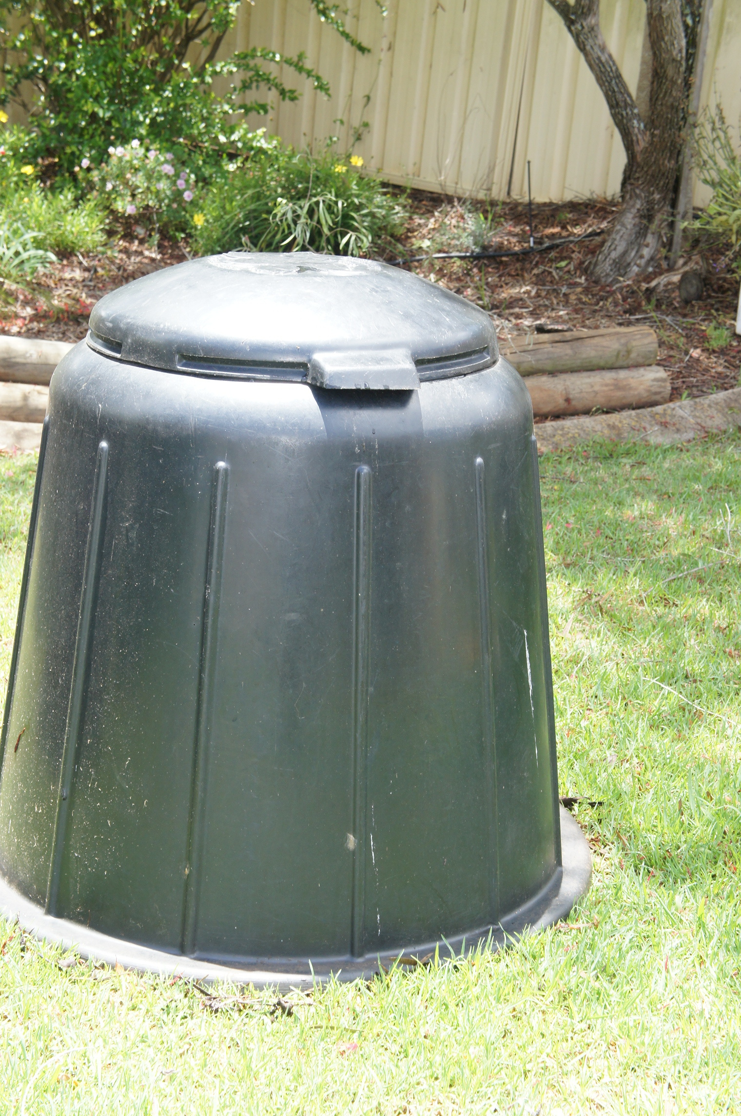Compost Bin in very good condition for sale. Call Andrea 0448 246 369.