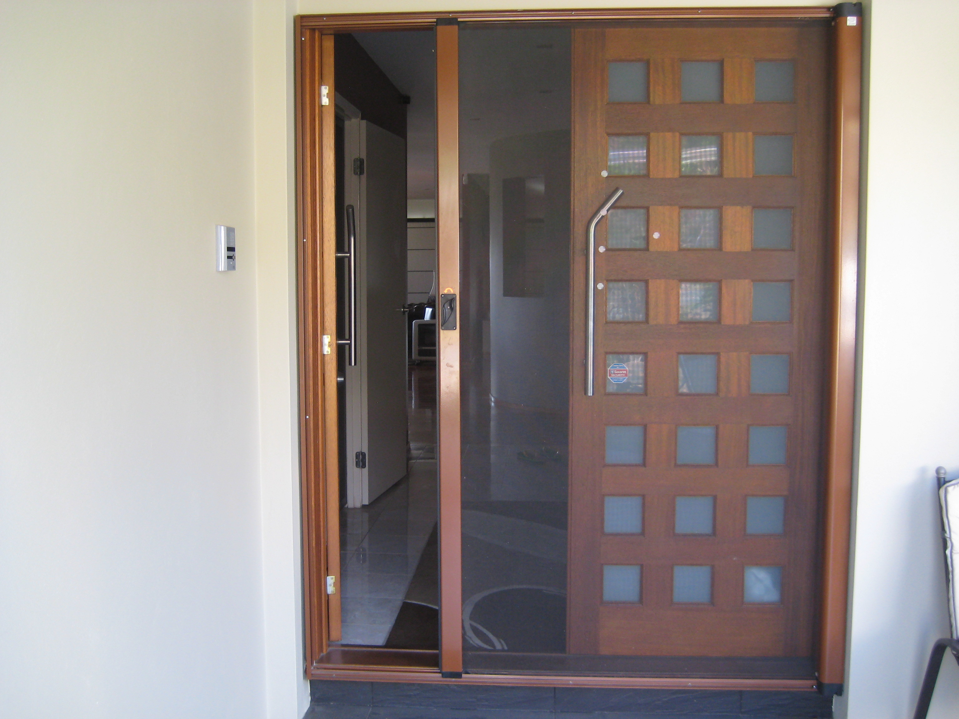 Retractable Freedom fly screen door Only. Already dismantled H210cm x W 170cm. Bilambil Heights  Mob 0412209724.