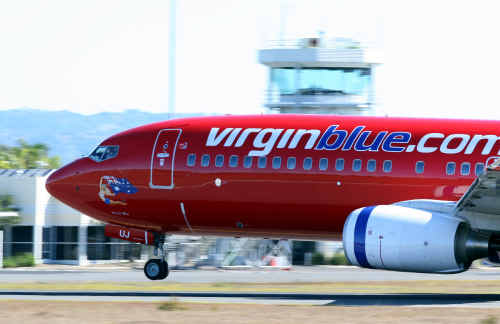Boeing 737-400 leaves Maroochydore Airport, Virgin Blue.