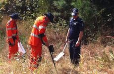 Police and SES volunteers search for the body of Sunshine Coast teenager Daniel Morcombe.