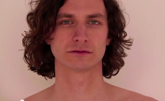 Gotye in the film clip for song Somebody That I Used To Know, featuring Kimbra.