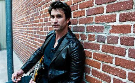 Australian singer-songwriter Pete Murray.