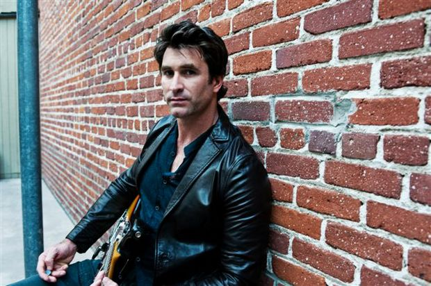 Australian singer-songwriter Pete Murray.