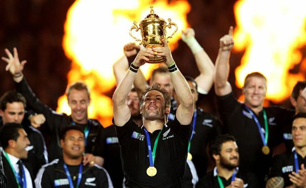 All Blacks captain Richie McCaw (centre).