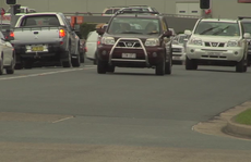 Traffic on Machinery Dr, Tweed Heads South.