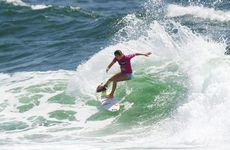 Sally Fitzsimmons has advanced to the Roxy Pro semi-finals in a great return to form.