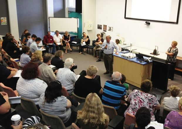 Mirani, Mackay and Whitsunday candidates meet at a public forum to discuss social priorities.