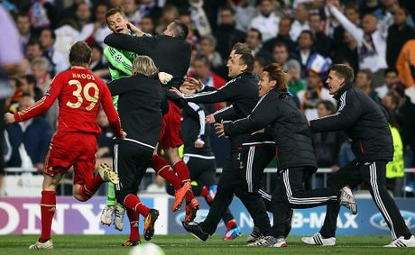 Toni Kroos (left), Manuel Neuer and Franck Ribery of Bayern celebrate after the UEFA Champions League semi final second leg match between Real Madrid and Bayern Muenchen at Bernabeu Stadium on April 25, 2012 in Madrid, Spain.