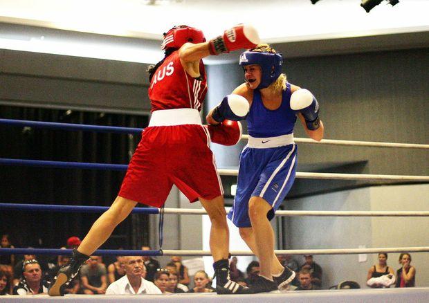 QLD amatuer boxing titles at the Caloundra RSL. Jessica Retallack (blue) V Sabrina Ostowari (red).