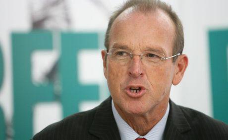 Senator Joe Ludwig in Rockhampton to announce Federal funding for Beef 2012.