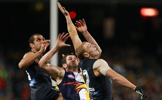 Eddie Betts and Mitch Robinson of the Blues contest for a mark against Jack Darling of the Eagles during the round 12 AFL match between the West Coast Eagles and the Carlton Blues at Patersons Stadium