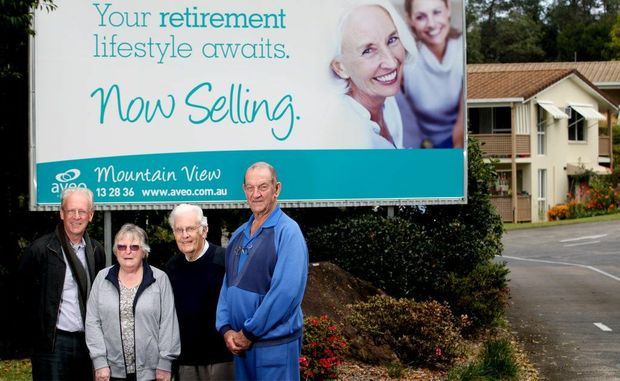 Tweed mayor Barry longland with Mount View residents Marion Thompson, Graeme Gough and Greg Kelloway.