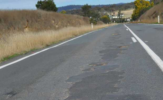 New England Hwy south of the Bracker Rd intersection.