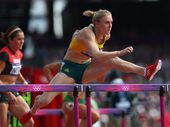 Australian Athletics has suspended coach Eric Hollingsworth after he criticised Sally Pearson just hours before her race in the Commonwealth Games