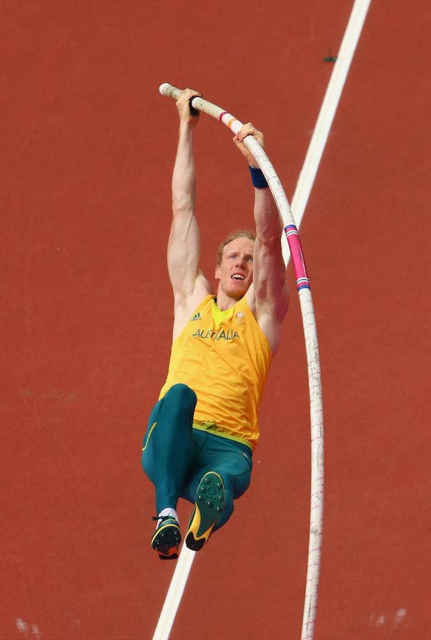 Steve Hooker has failed to defend his pole vault gold medal.