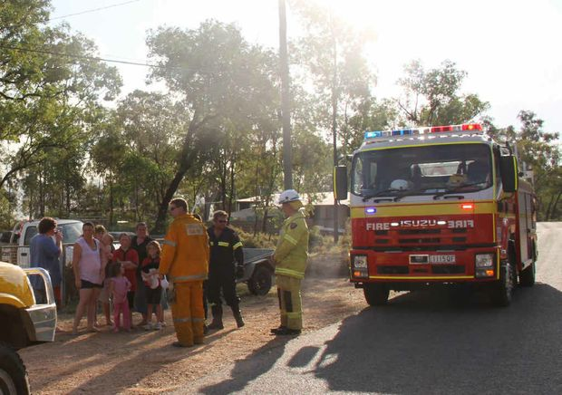HOUSES THREATENED: Firies talk with concerned residents of Goanna Flat Rd.