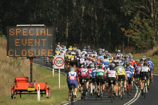 Grafton to Inverell Classic: It was a sea of colour as riders head up the first incline at Waterview, enroute to Inverell. Photo: Lynne Mowbray/The Daily Examiner