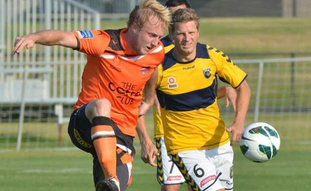 Roar's Mitch Nichols in attack against NC Mariners' Patrick Zwaanswijk.