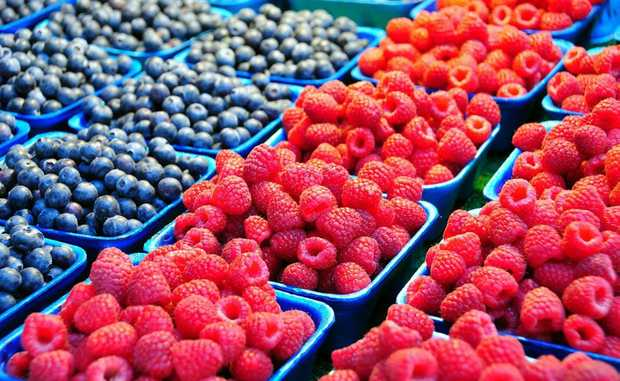 A great idea for a healthy snack - sprinkle half a punnet of berries with fresh mint.