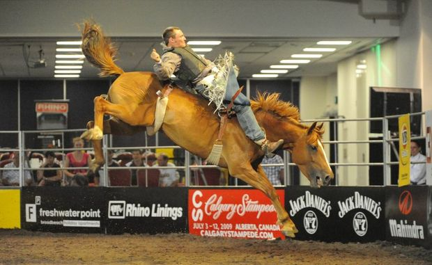 Fred Osman shows his style in finals rodeo.
