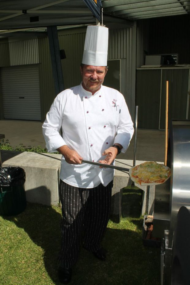 WOOD FIRED: Former QCWT executive chef and food and beverage training manager Andrew Simpson with a perfectly prepared pizza. Photo Daniel Elliott / Stanthorpe Border Post