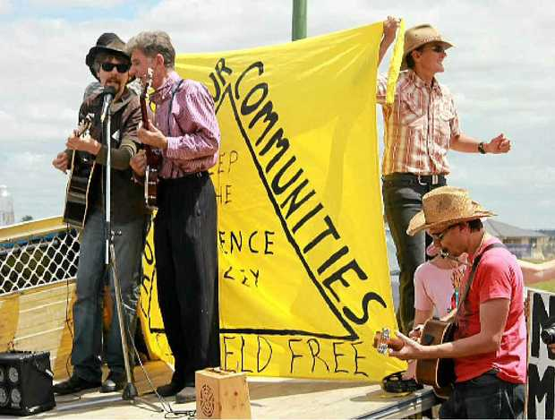 FOLK SINGERS: Davey Bob Ramsey and Kim McLean lead the crowd in protest songs at the anti-CSG rally on Wednesday.