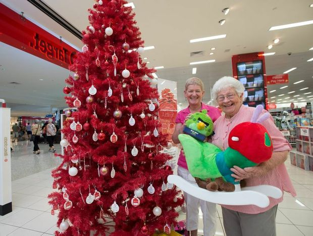 uniting church set up christmas giving tree at Target park beach plaza.pic Elise Crofts and Joan Howlett. Photo: Trevor Veale / The Coffs Coast Advocate