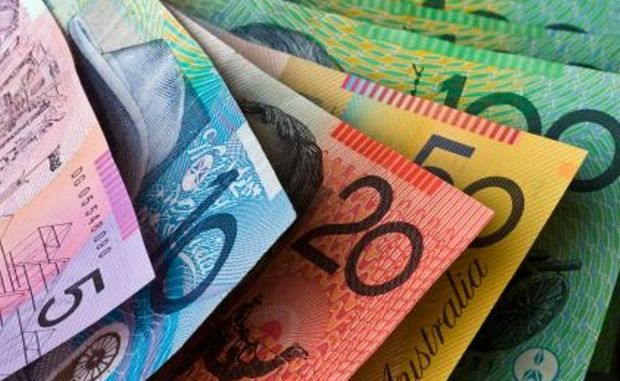 The high value of the Australian dollar, brought on by the mining boom, has cost Australian farmers billions, according to the Australia Institute.