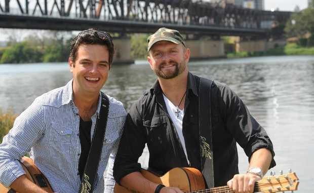Luke Austen and Luke Dickens chill out near the Grafton Bridge yesterday. Photo: Terry Deefholts / The Daily Examiner