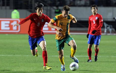 James Holland of Australia tussles for posession with Koh Myung-Jin of South Korea during the friendly match between Australia and South Korea on November 14, 2012 in Gyeonggi-do, South Korea.