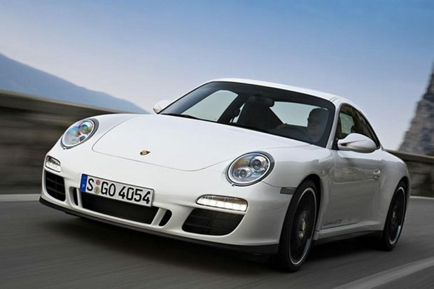 A Porsche 911, similar to the stolen one.