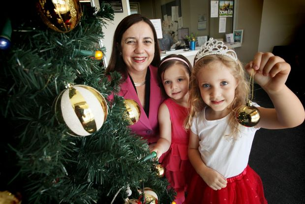 Annastacia Palaszczuk, Annie Jones, 4 and Cassandra Hunt, 4 getting ready for the South West Progress Association Christmas Light competition. Photo: Inga Williams / The Satellite