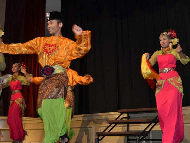 The beauty and colour of traditional Malaysian dancers was entrancing.